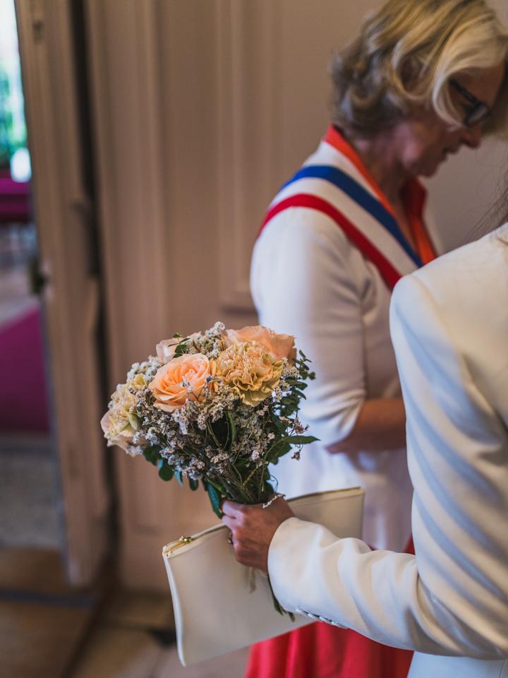 photos du mariage civil de camille et sebastien à la mairie de saint germain en laye