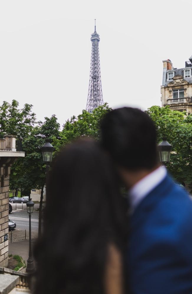 photos couple mariage oriental tour eiffel de paris